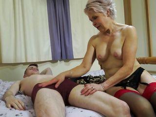 Смотреть порно со спящими мамками