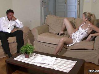 Порно зрелые двойное проникновение